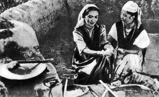'Салтанат'. Реж. В. Пронин. (Салтанат - Б. Кыдыкеева.) 1955