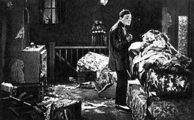 'Сломанные побеги'. Реж. Д. У. Гриффит. (Китаец - Р. Бартелмес, Девушка - Л. Гиш.) 1919