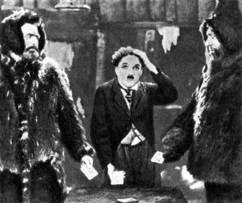 'Золотая лихорадка'. Реж. Ч. С. Чаплин. (В центре - Ч. С. Чаплин.) 1925