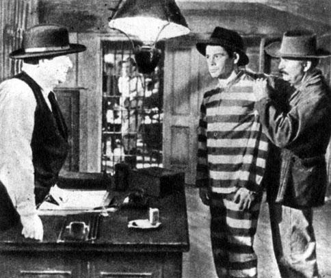 'Я - беглый каторжник'. Реж. М. Ле Рой. (В центре - актёр П. Муни.) 1932