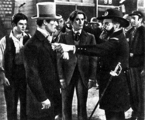 'В старом Чикаго'. Реж. Г. Кинг. (В центре - актёры Д. Амиче и Т. Пауэр.) 1938