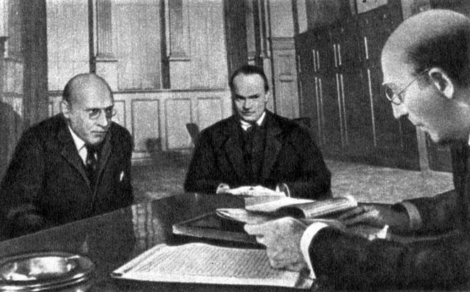 'Гражданин Кейя'. Реж. О. Уэллс. (В центре Кейн - О. Уэллс.) 1941