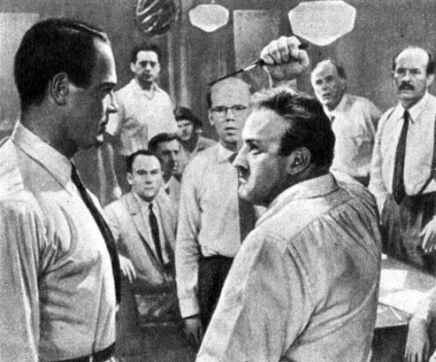 'Двенадцать разгневанных мужчин'. Реж. С. Люмет. (Актёры Г. Фонда и Л. Дж. Кобб.) 1957
