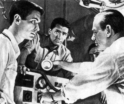 'На последнем берегу'. Реж. С. Крамер. (Актёры А. Перкинс, Г. Пек, Ф. Астер.) 1959