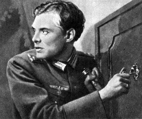 'Подвиг разведчика'. Реж. Б. Барнет. (Федотов - П. Кадочников.) 1947
