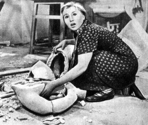 'Приходите завтра'. Реж. Е. Ташков. (Фрося - Е. Савинова.) 1963