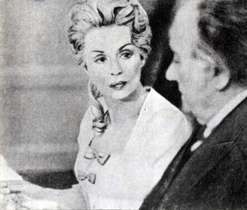 'Лотта в Веймаре'. Реж. Э. Гюнтер. (В центре - актриса Л. Пальмер.) 1975